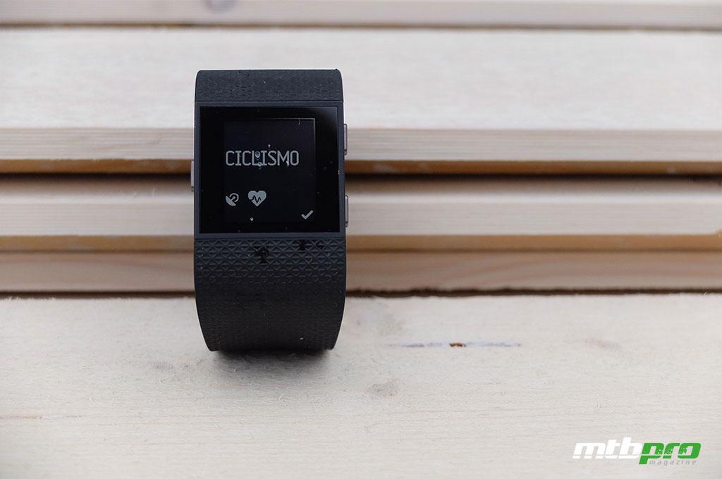 El Fitbit Surge es un reloj deportivo con GPS y medidor de pulso cardiaco incorporado
