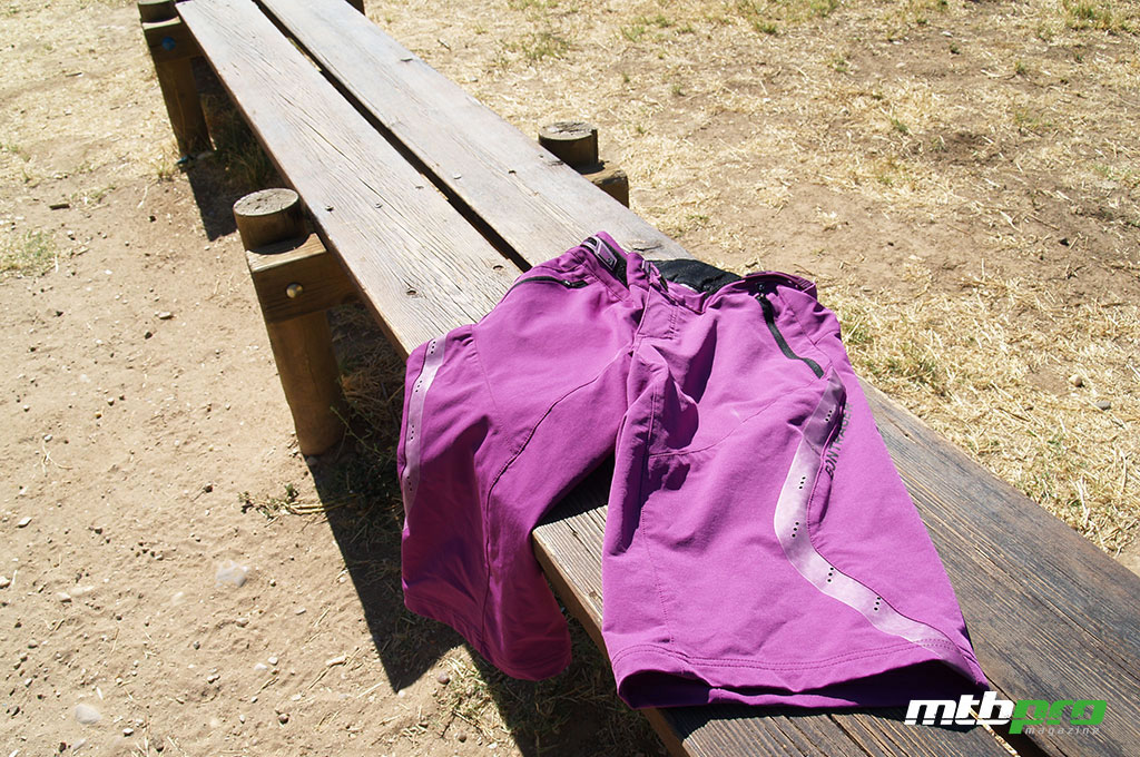 El pantalón Bontrager Lithos, está enfocado al enduro y all-mountain