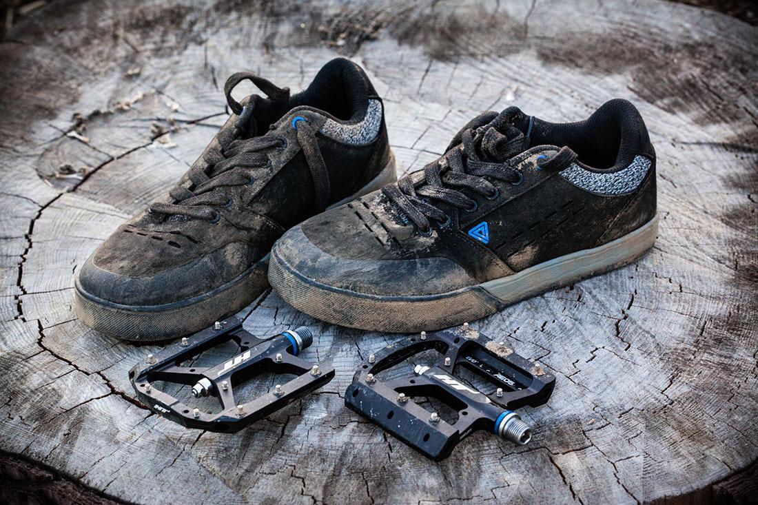 Afton Keegan (zapatillas) y HT AE05 (pedales)