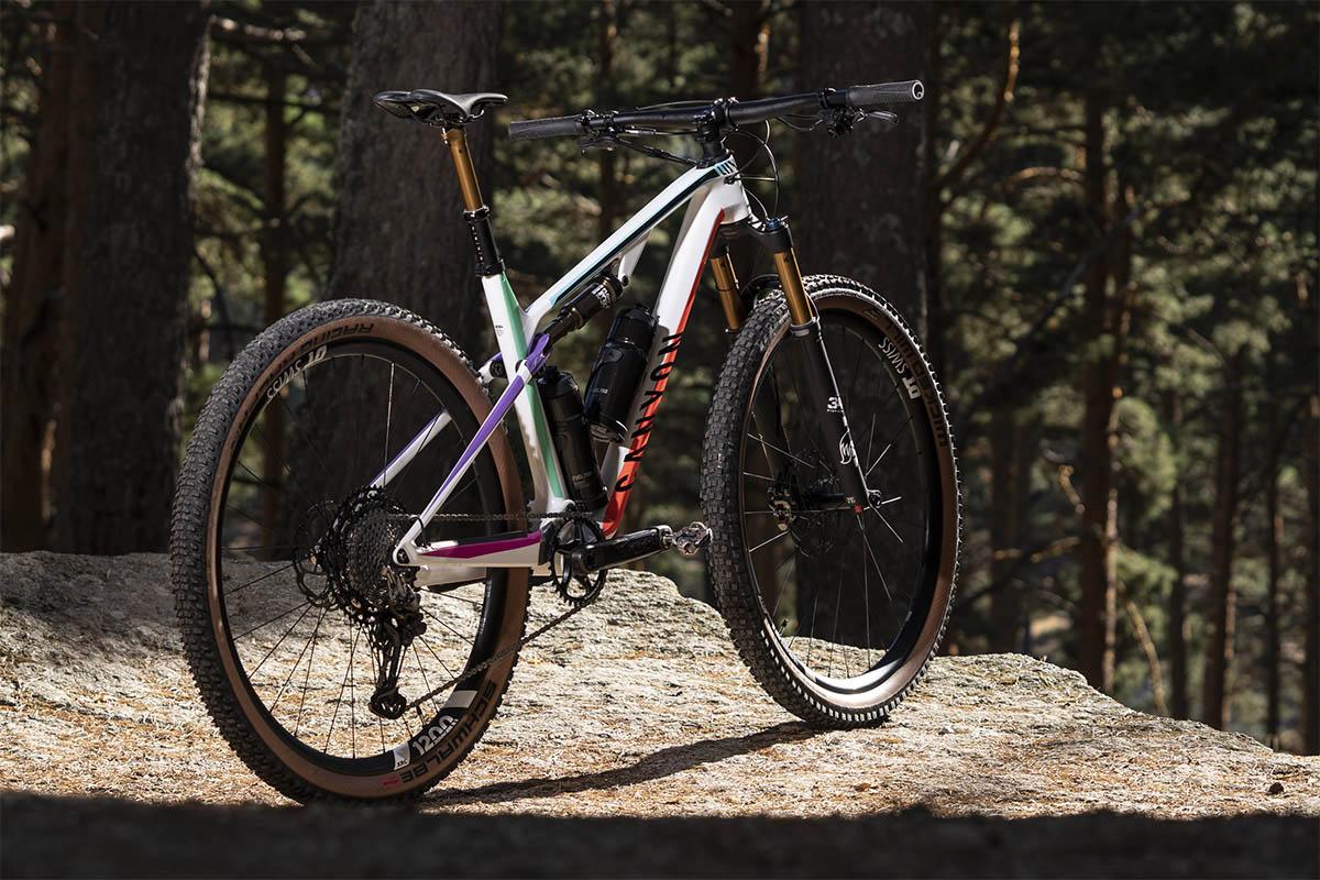 Diferencias entre las bicis de XC y Downcountry: El ejemplo de la Canyon Lux Trail