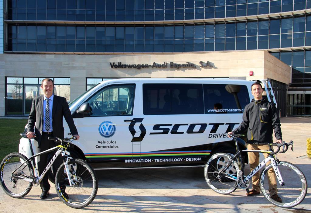 Alex García Llobet, director de marketing de Volkswagen Vehículos Comerciales, y Didac Sabaté, responsable de marketing de SCOTT España.