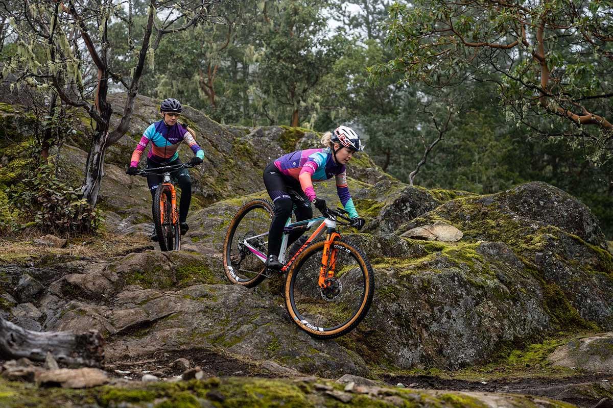 Así es el equipo Canyon MTB Racing y las bicis de Emily Batty y Laurie Arsenault
