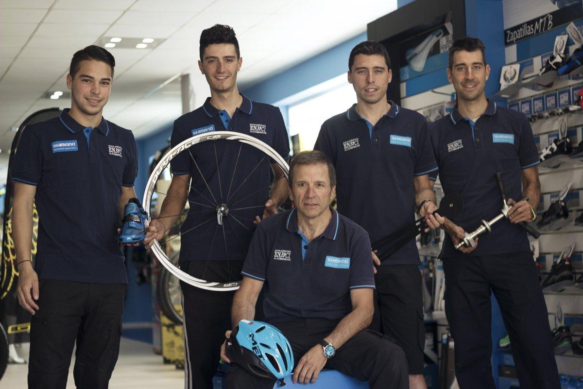 Todo el equipo de mecánicos de ENBICI