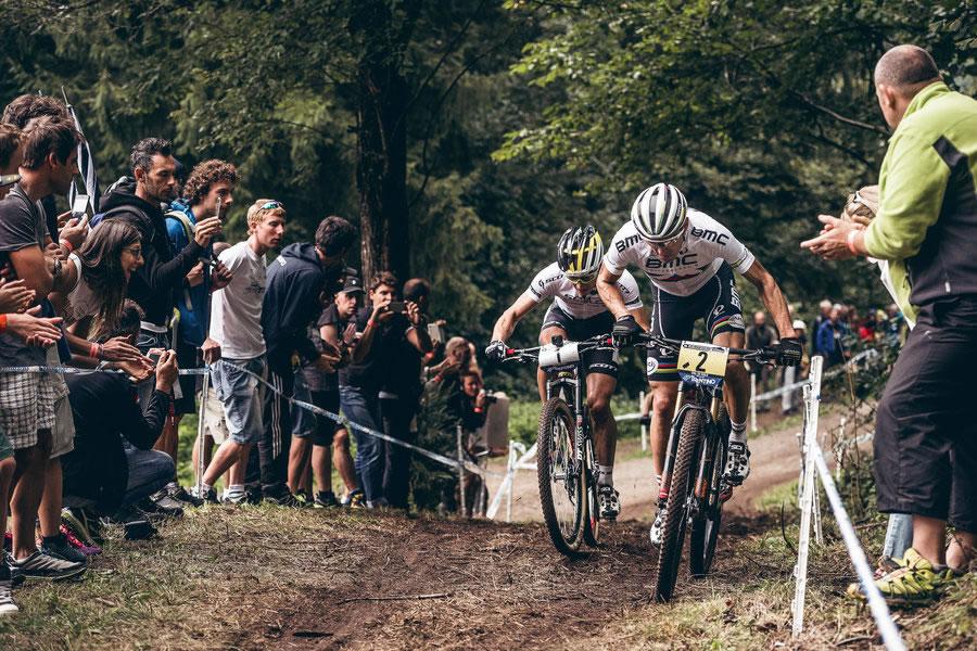Nino Schurter y Julien Absalon luchan por la victoria en Val di Sole