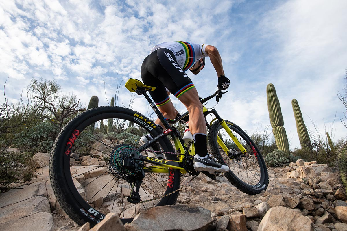 Nino Schurter y Kate Courtney con el SCOTT-SRAM MTB Racing hasta 2022