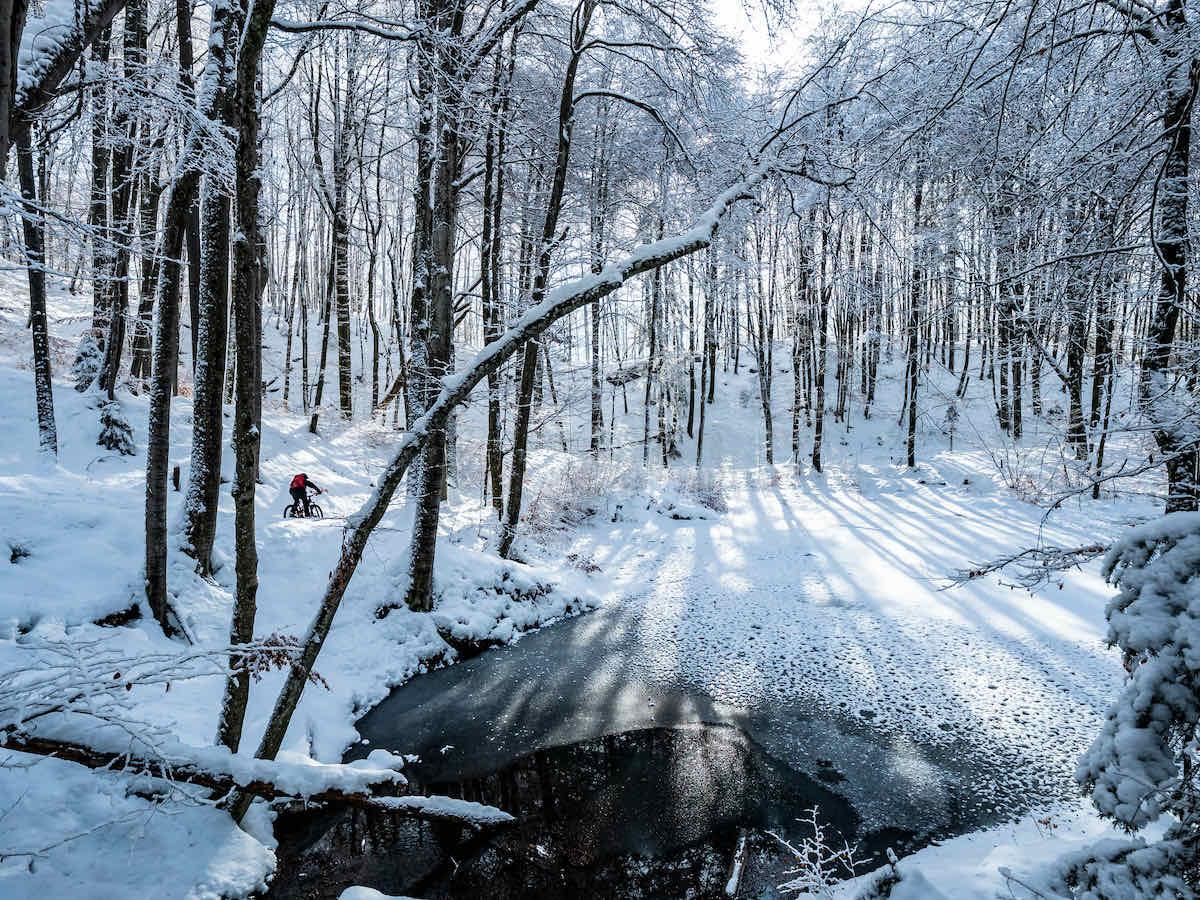 Líneas en la nieve