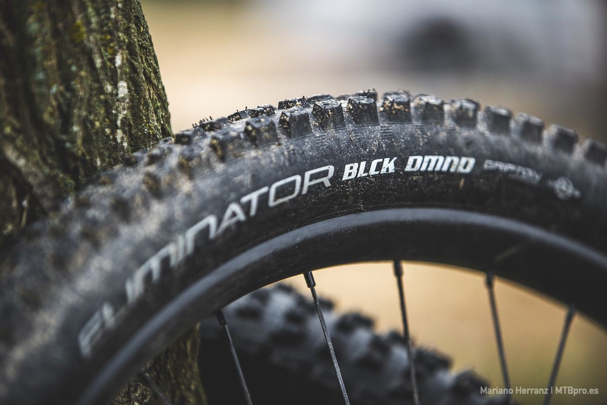 TEST: Specialized Eliminator BLCK DMND 2Bliss Ready en MTBpro.es