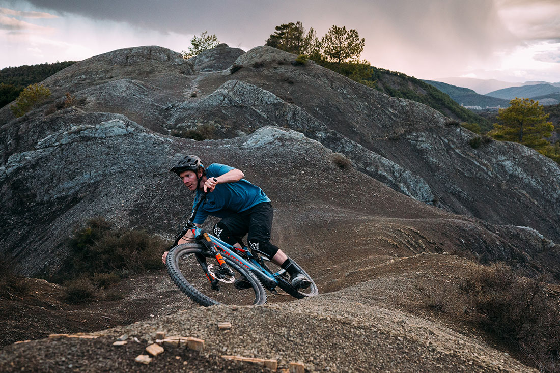 Matt Hunter en Aínsa con la nueva Specialized Stumpjumper