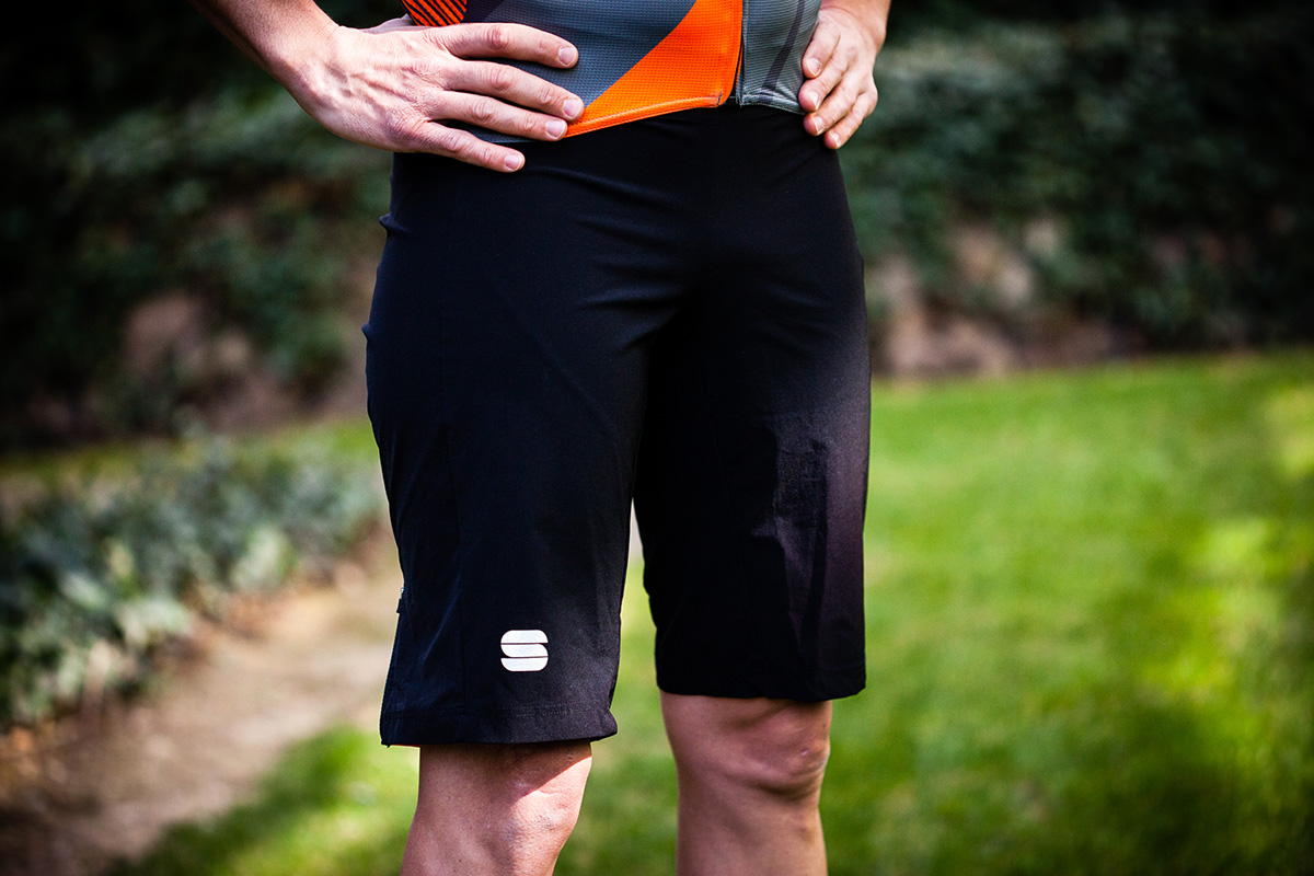 Sportful Bodyfit Pro X (maillot) y Performance Overshort (baggy)