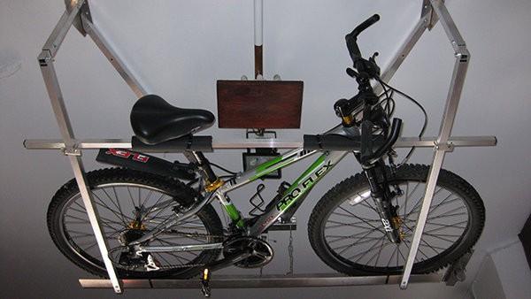 Macsis o c mo guardar la bici en el techo de tu garaje - Guardar bicicletas en poco espacio ...