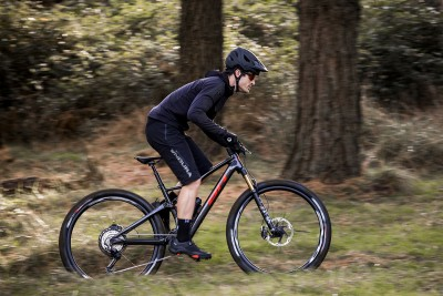 Nueva BH iLynx Race Carbon; una e-bike light para XC