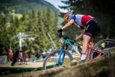 Pauline Ferrand-Prevot en acción con la Canyon Exceed